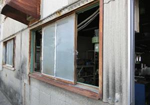 窓枠が錆付いてて、外部の方のイメージも悪くなる。